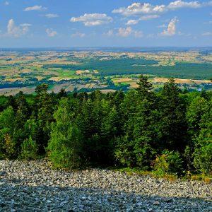 Widok z Łysej Góry z Gołoborzem